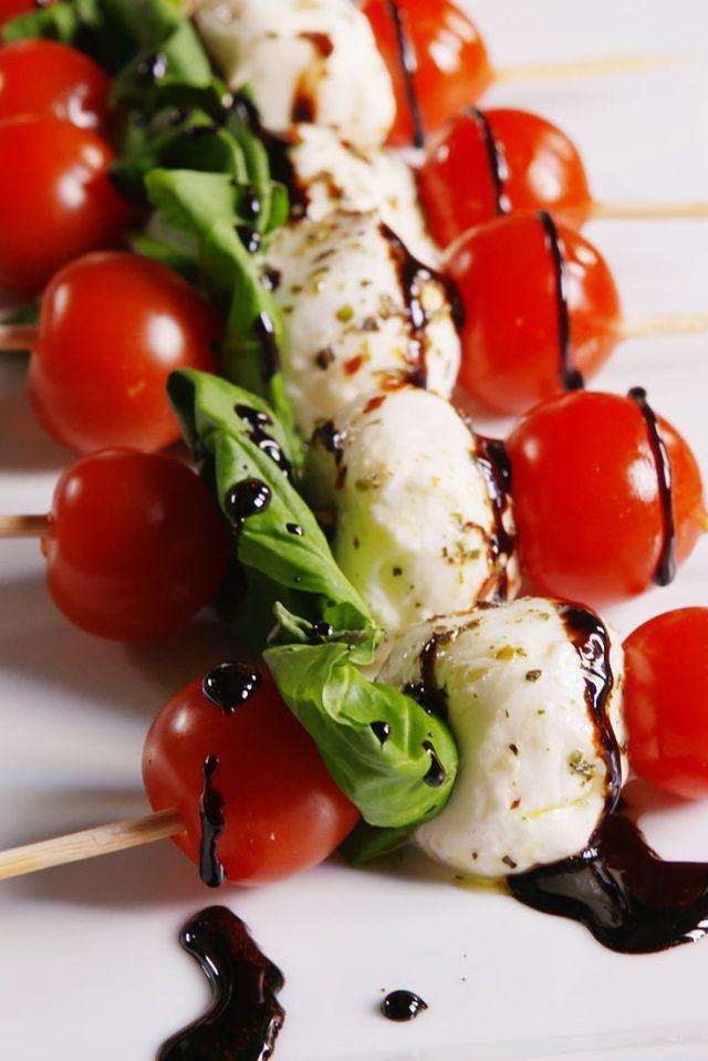 25 Easy Appetizers for Memorial Day! Caprese Bites. #easy #appetizer #balsamic #kebab