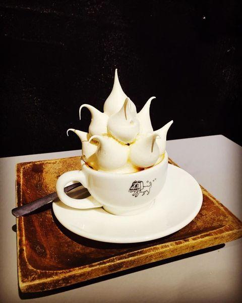Serveware, Dishware, Coffee cup, Tableware, Saucer, Porcelain, Cup, Ceramic, Drinkware, Plate,