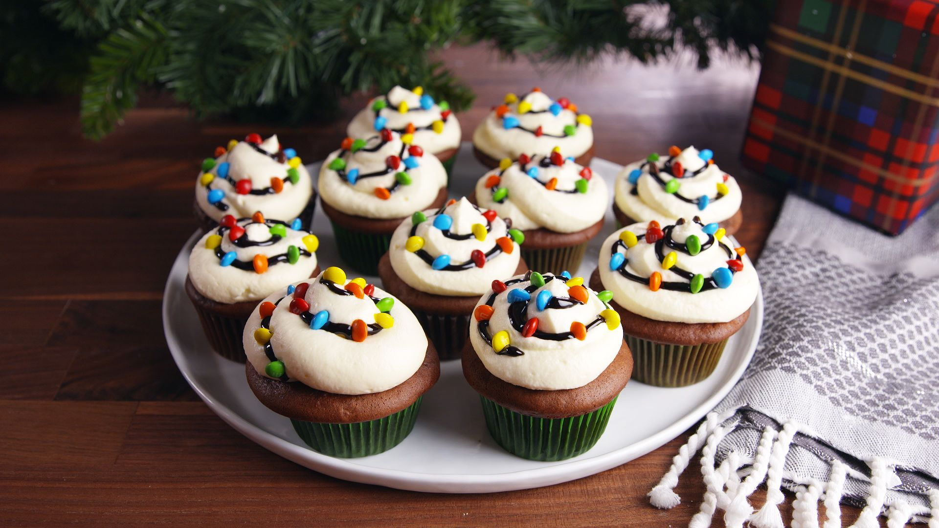 26 Christmas Cupcakes To Bring To Every Holiday Party This Season