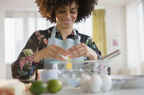 Jheri curl, Fruit, Afro, Citrus, Produce, Ringlet, Lime, Lemon, Kitchen utensil, Key lime,