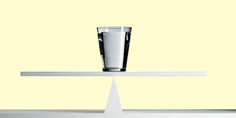 Liquid, Drinkware, Line, Glass, Parallel, Transparent material, Tumbler, Cylinder, Rectangle, Kitchen appliance accessory,