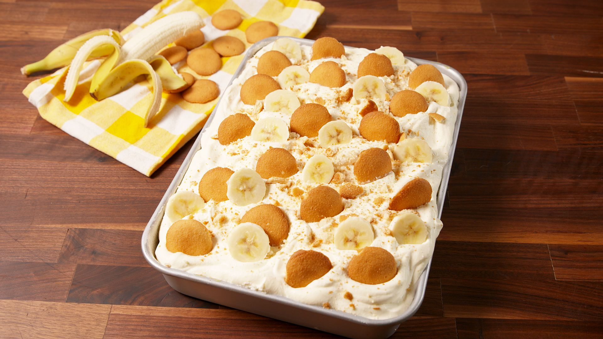 Banana Pudding Hole Cake