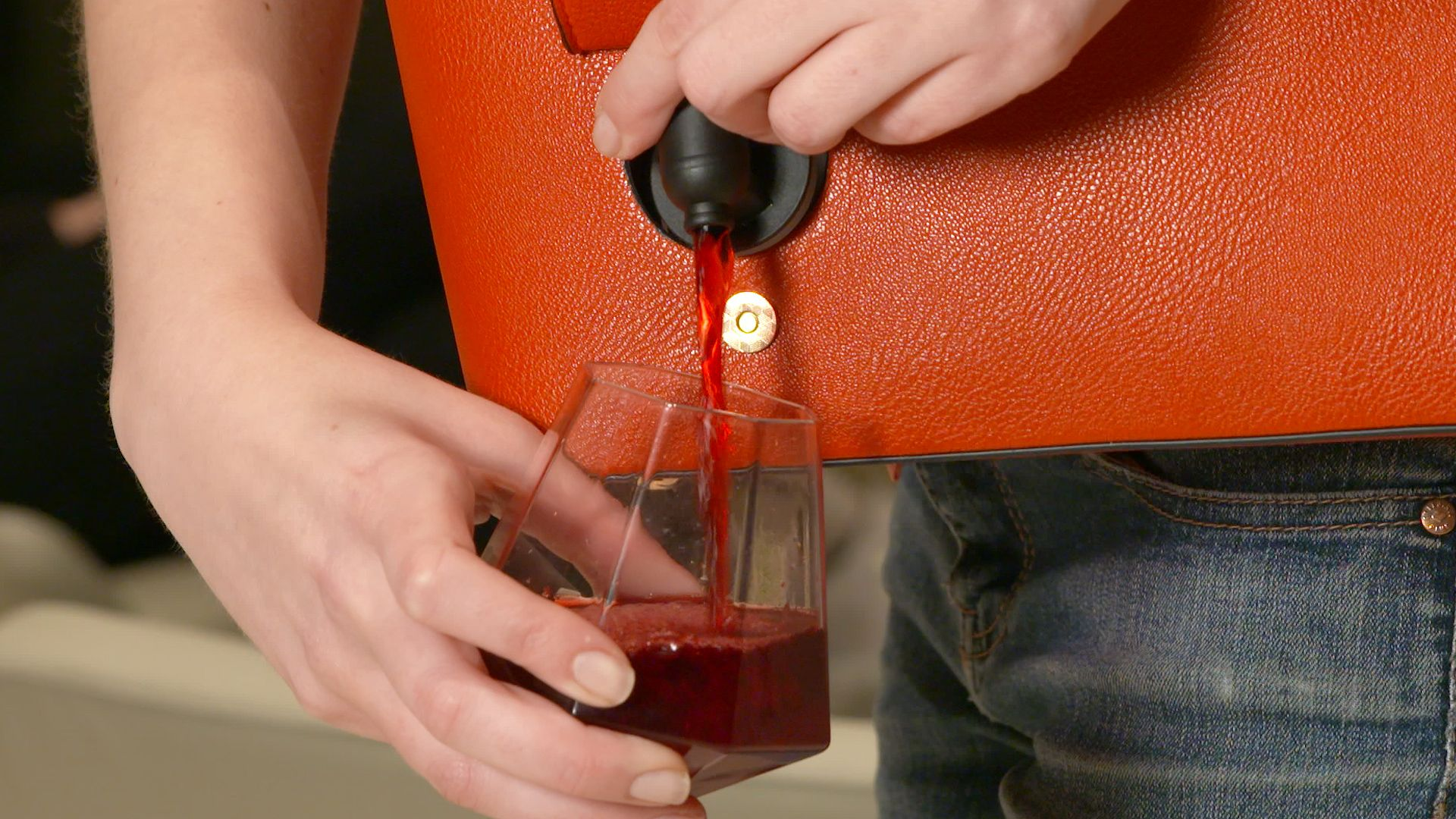 This Wine Purse Lets You Get Your Drink On Anywhere Bella Vita Delish