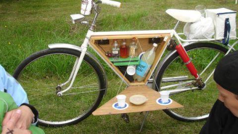 Bicycle wheel, Bicycle part, Bicycle frame, Bicycle tire, Bicycle, Bicycle accessory, Bicycle handlebar, Vehicle, Spoke, Bicycle saddle,