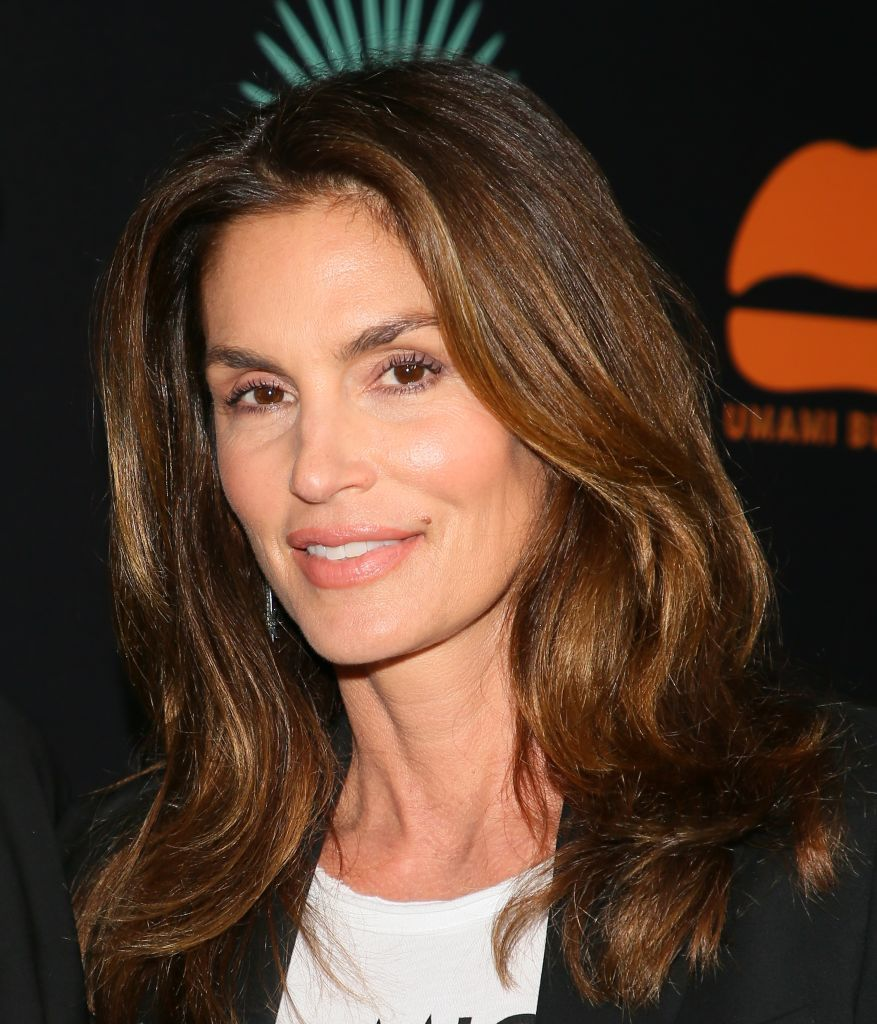 this is how cindy crawford makes a cheeseburger