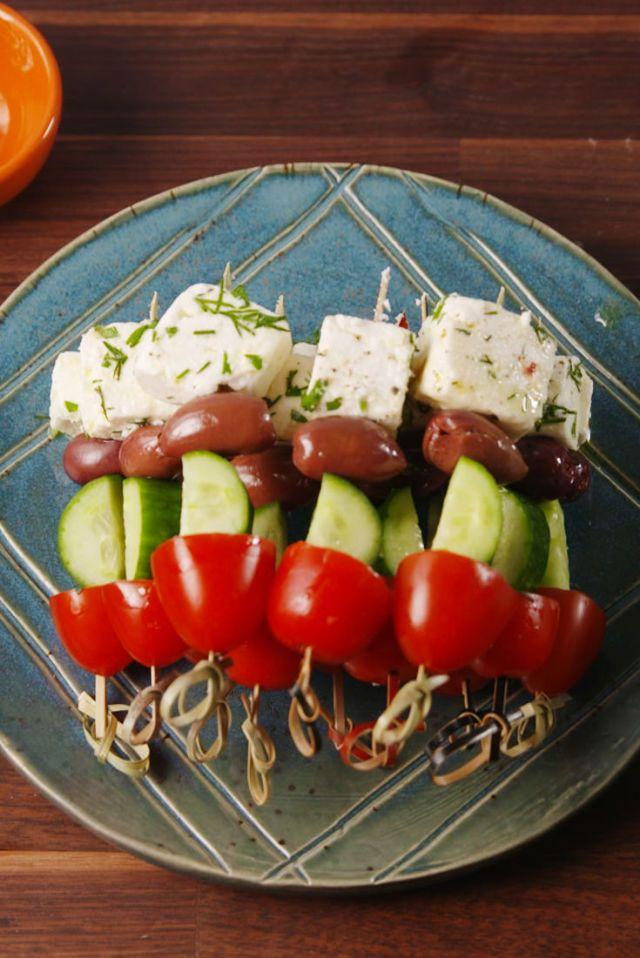 Greek Salad Skewers. 25 Easy Appetizers for Memorial Day! #easy #appetizer #Greek #feta