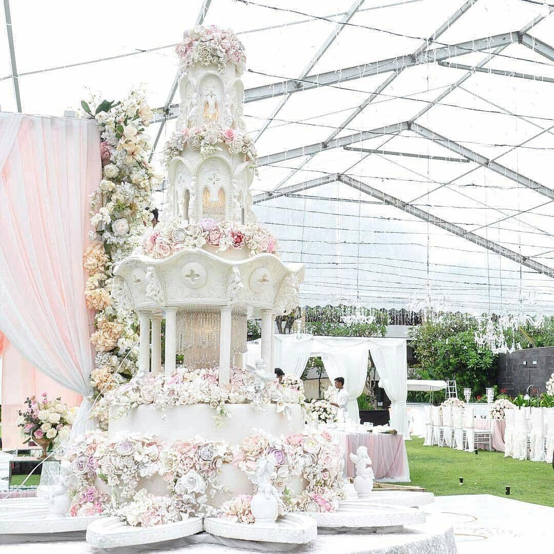 The 12 Most OTT Wedding Cakes We\'ve Ever Seen—Delish.com