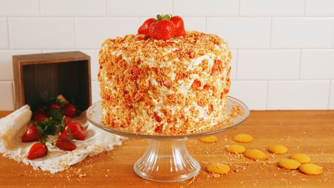 Strawberry Crunch Cake Horizontal