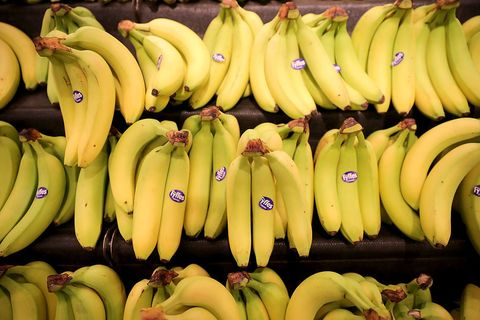 Whole food, Daytime, Yellow, Natural foods, Fruit, Vegan nutrition, Public space, Local food, Cooking plantain, Banana family,