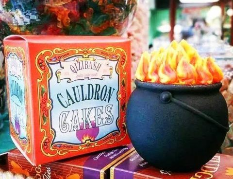 People Are Freaking Out Over These Cauldron Cakes At The Wizarding
