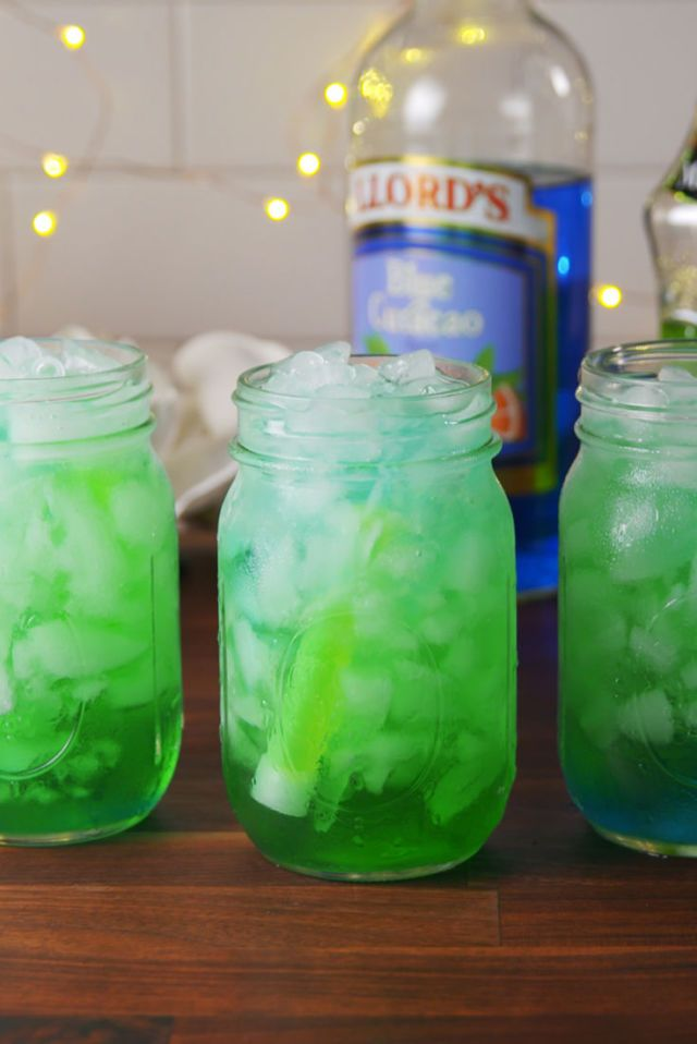 PSA: You Can Make Glow-In-The-Dark Drinks At Home!
