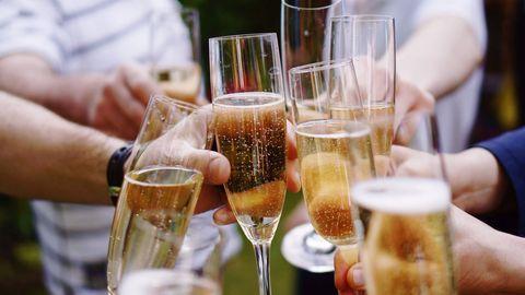 Drink, Champagne cocktail, Champagne stemware, Champagne, Alcohol, Alcoholic beverage, Wine, Stemware, Drinkware, Wine glass,