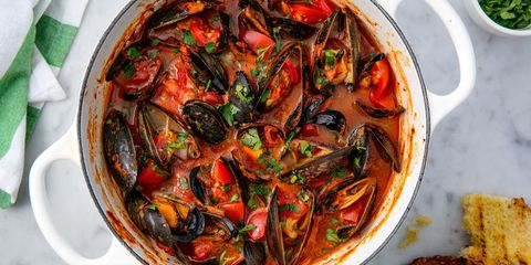 mussels with tomatoes and garlic