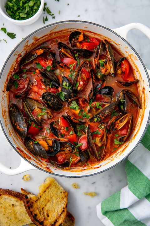Mussels with Tomatoes and Garlic Vertical