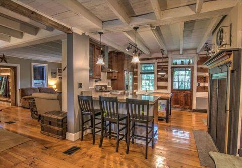 Wood, Lighting, Floor, Hardwood, Interior design, Room, Flooring, Wood flooring, Ceiling, Laminate flooring,