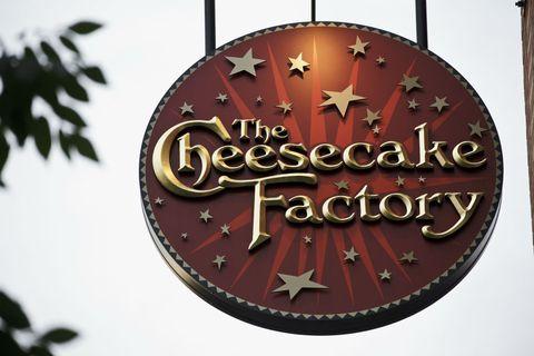 cheesecake factory restaurant sign