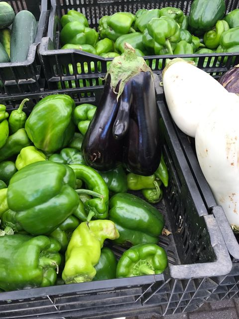 Natural foods, Vegetable, Local food, Food, Pimiento, Bell pepper, Plant, Bell peppers and chili peppers, Chayote, Produce,