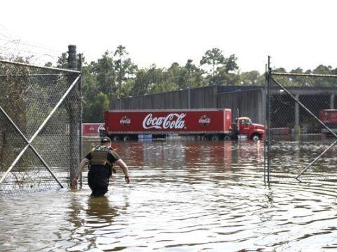 Water, Flood, Event, Fun, Rain, Vehicle, Recreation,