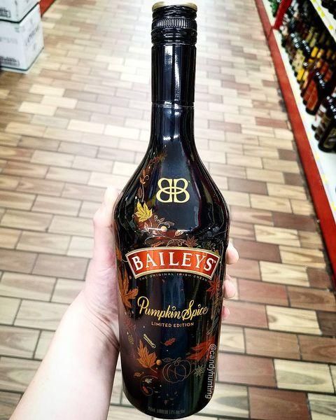 Alcoholic beverage, Distilled beverage, Liqueur, Drink, Alcohol, Bottle, Glass bottle, Baileys irish cream, Liqueur coffee, Cream liqueur,