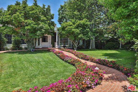 Garden, Property, Tree, Natural landscape, Lawn, Yard, Botanical garden, Plant, Real estate, Landscape,