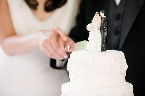 delish-wedding-cake-cutting