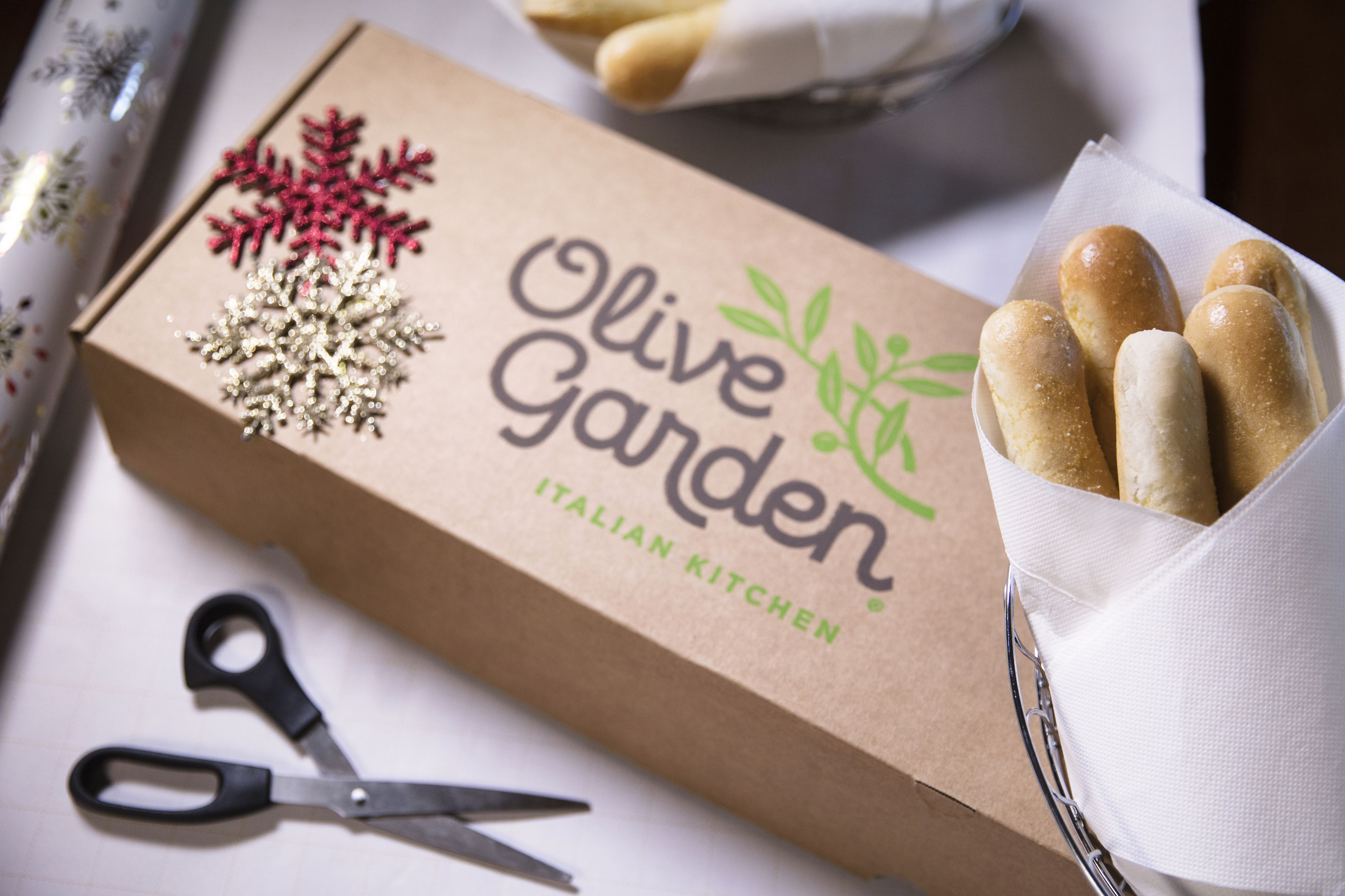 Olive Garden Wants You To Give The Gift Of Breadsticks This Year