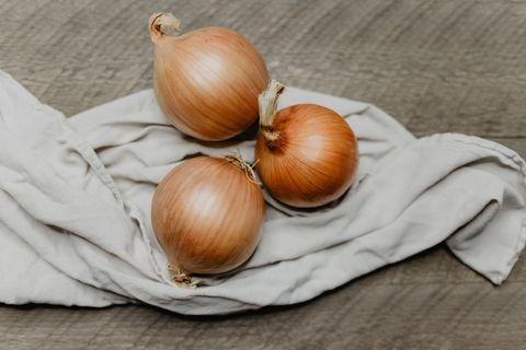 Yellow onion, Food, Onion, Vegetable, Hazelnut, Shallot, Plant, Allium, Produce, Pearl onion,