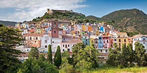 Mountain village, Town, Human settlement, Village, Neighbourhood, Natural landscape, Residential area, City, Building, House,