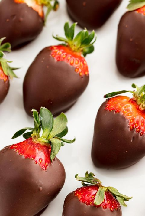 delish-chocolate-covered-strawberries