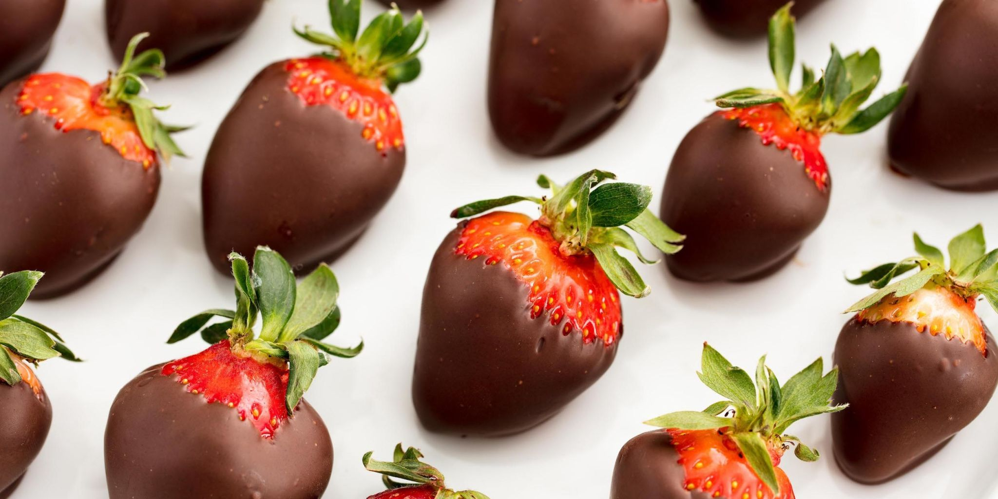 20+ Chocolate-Covered Strawberry Desserts No One Will Be Able To Resist