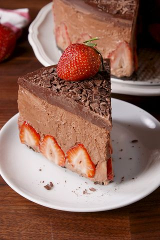 Making strawberry chocolate mousse cake video strawberry chocolate strawberry chocolate mousse cake sisterspd