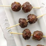 "<p>Make cocktail hour stress-free for guests by offering them foods that don't require utensils. These lamb-and-pistachio meatballs are served on toothpicks for extra-easy devouring.</p> <p><strong>Recipe:</strong> <a href=""http://www.delish.com/recipefinder/lamb-pistachio-meatballs-recipe-mslo0713"" target=""_blank""><strong>Lamb and Pistachio Meatballs</strong></a></p>"
