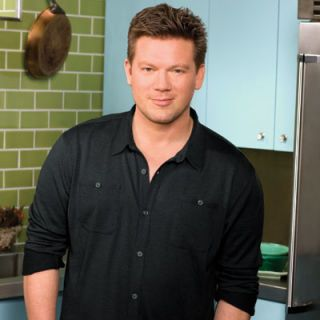 Food Network celebrity Tyler Florence was one of the first well-known chefs to cook for an established chain. Florence partnered with Applebee's back in 2006 and was responsible for creating several new Italian-style menu items. However, due to bad press surrounding the join venture Florence ultimately stopped working with Applebee's.