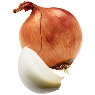 <p><b>How they work:</b> People who eat lots of allium vegetables (those in the garlic and onion family) have a much lower risk of developing cancer, according to a study published in the <i>American Journal of Clinical Nutrition.</i> Combine garlic and onion specifically for the full effect: Garlic hinders tumor growth, while onions block excess hormones.</p><br />