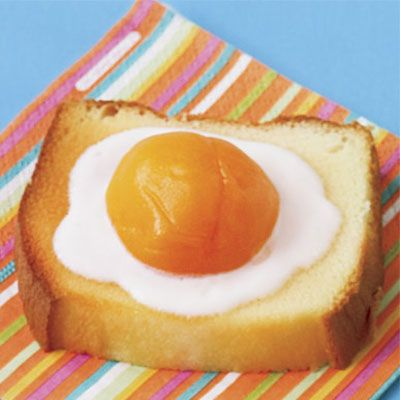 "There's actually no egg at all on this treat — it's just an embellished slice of pound cake!<br /><br  /><b>Recipe:</b> <a href=""/recipefinder/fake-fried-egg-recipe""target=""_new""><b>Fake Fried Egg</b></a>"