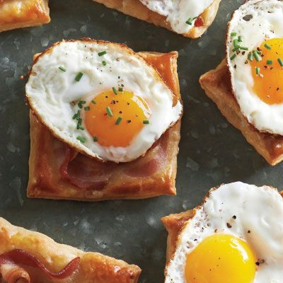 "<p>The bacon-topped puff pastry squares can be made a couple of hours ahead of time. Re-crisp them in a warm oven before serving.</p> <p><strong>Recipe:</strong> <a href=""http://www.delish.com/recipefinder/fried-egg-bacon-puff-pastry-square-recipe-mslo0413"" target=""_blank""><strong>Fried-Egg-and-Bacon Puff Pastry Squares</strong></a></p>"