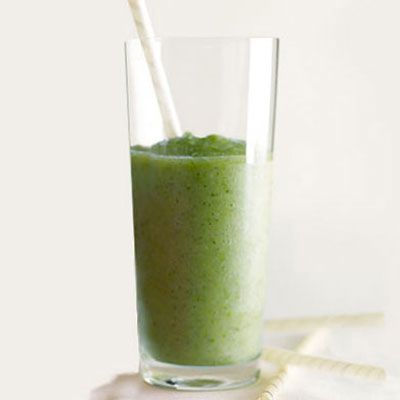 "<p>This kiwi-pineapple smoothie is an antioxidant powerhouse that's high in vitamin C and fiber.</p><p><b>Recipe:</b> <a href=""http://www.delish.com/recipefinder/antioxidant-smoothie-recipe-opr0111""><b>Antioxidant Smoothie</b></a></p>"