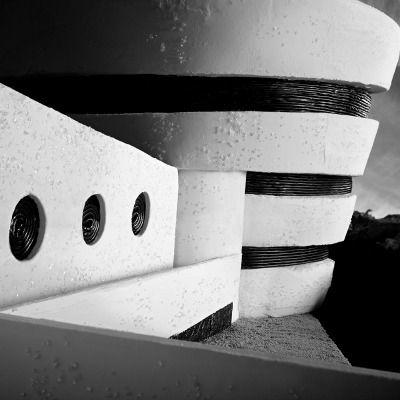 Φωτογράφος Henry Hargreaves, along with food artist Caitlin Levin,recently created some incredible structures out of gingerbread for Art Basel Miami. All of their work for the event was recreations of famous museums around the world, including The Guggenheim, pictured here.