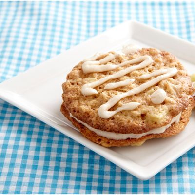 "<p>This recipe was submitted by Real Women of PHILADELPHIA contestant Lindsay Rudolph.</p> <p><strong>Recipe:</strong> <a href=""../../../recipefinder/ oatmeal-apple-cream-pies-recipe-kft0212"" target=""_blank""><strong>Oatmeal-Apple Cream Pies</strong></a></p>"