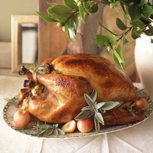 For a large party, you'll need a big bird -- say, 15 to 20 pounds&#x3B; figure 1 1/2 pounds for each person. Smaller birds — 12 pounds or less — have a smaller meat-to-bone ratio, so allow 2 pounds per person. Remember that the larger the bird, the more likely you are to have leftovers for the next few days.