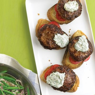 """<p>Cook patties first, then — in the same skillet — sauté onion and green beans. Place the burgers on toast with a creamy sauce, and dinner's ready with only one pot to clean up.</p> <p><strong>Recipe:</strong> <a href=""""../../../recipefinder/open-faced-burgers-horseradish-sauce-green-beans-recipe-mslo1012"""" target=""""_blank""""><strong>Open-Faced Burgers with Horseradish Sauce and Green Beans</strong></a></p>"""