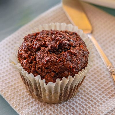 <p>Gluten-free muffins with flax seeds incorporate homemade flax seed meal, gluten-free flour, and an apple puree.</p>