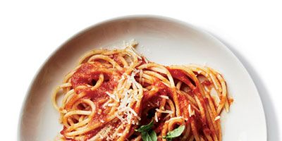 """<p>Top Chef finalist Sarah Grueneberg cooks parboiled spaghetti right in the tomato sauce so it becomes infused with flavor.</p><p><b>Recipe: </b><a href=""""/recipefinder/sauce-simmered-spaghetti-al-pomodoro-recipe-fw0413"""" target=""""_blank""""><b>Sauce-Simmered Spaghetti al Pomodoro</b></a></p>"""