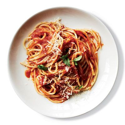 "<p>Top Chef finalist Sarah Grueneberg cooks parboiled spaghetti right in the tomato sauce so it becomes infused with flavor.</p><p><b>Recipe: </b><a href=""/recipefinder/sauce-simmered-spaghetti-al-pomodoro-recipe-fw0413"" target=""_blank""><b>Sauce-Simmered Spaghetti al Pomodoro</b></a></p>"