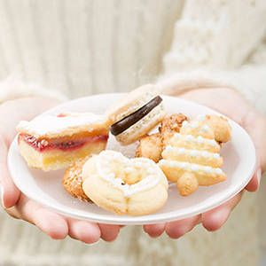 <p>From Thanksgiving to New Year's Eve, the holidays are filled with food, food and more food. Keeping your calories—and waistline—under control can seem impossible. Luckily, following a few simple tricks can help your enjoy the endless fetes while not packing on the pounds. Reach on for smart solutions to common holiday-eating dilemmas. </p>