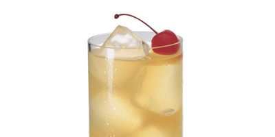 """<p>Revive the charm of this classic cocktail, which became popular more than 100 years ago.</p><br /><p><b>Recipe:</b> <a href=""""/recipefinder/tom-collins-drink-recipe"""" target=""""_blank""""><b>Tom Collins</b></a></p>"""