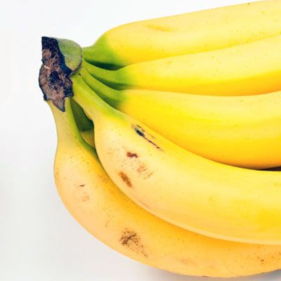 "This mineral helps regulate the fluid balance in your body, keeping bloat at bay. High-potassium foods include <a href=""/search/fast_search_recipes/?search_term=bananas"" target=""_blank""><b>bananas</b></a>, cantaloupe, mangoes, <a href=""/search/fast_search_recipes/?search_term=spinach"" target=""_blank""><b>spinach</b></a>, <a href=""/recipes/cooking-recipes/fresh-tomato-recipes"" target=""_blank""><b>tomatoes</b></a>, nuts, and <a href=""/recipes/cooking-recipes/spring-asparagus-recipes"" target=""_blank""><b>asparagus</b></a> — which contains an amino acid called asparagine that acts as a diuretic to flush excess liquid out of your system."