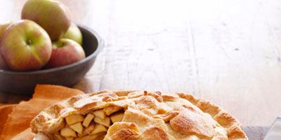 """For a tasty, crowd-pleasing pie that's sure to be a hit at your holiday party, <a href=""""http://www.delish.com/recipes/perfect-pie-recipes"""" TARGET=""""_blank"""">try one of these five delicious recipes</a>, including Pear-Cranberry Lattice Pie, Dark Chocolate-Walnut Caramel Pie and Pumpkin Pie with Pecan Brittle."""