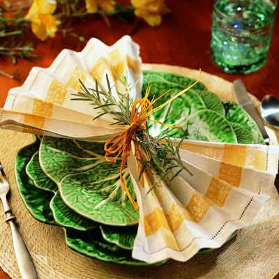 <p>The herb bouquet cinches the napkin in the center,allowing the edges to fan across the plate.</p><br />