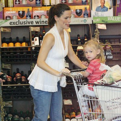 A pregnant Jennifer Garner and daughter Violet carry a heavy load as they roll down the aisles at a Whole Foods Market in Brentwood, CA.